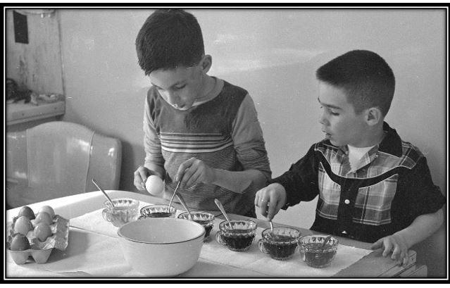1283 Speltz boys coloring Easter eggs April 1956